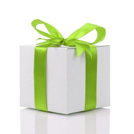 수 제 녹색 리본 활 선물 상자 화이트 절연 스톡 콘텐츠