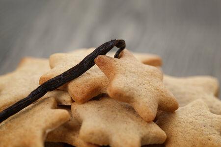 galletas de jengibre: galletas caseras forma de estrella de jengibre se cierran para arriba Foto de archivo
