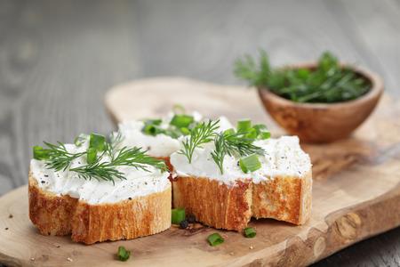 homemade appetizing crostini with soft cheese cream herbs Foto de archivo