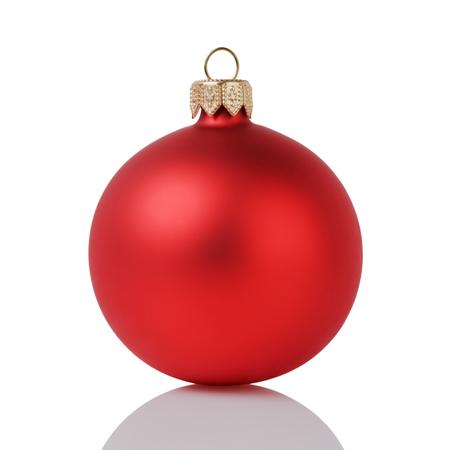 balón: bola de navidad roja aisladas sobre fondo blanco Foto de archivo