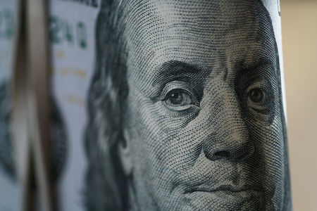 closeup portrait of Benjamin Franklin on hundred dollar bill 스톡 콘텐츠