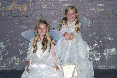 bella rubia ni�as vestidas de blanco como las hadas Foto de archivo - 720356