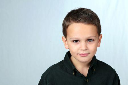 Closeup caucasian de petit garçon aux yeux bruns Banque d'images - 2956910