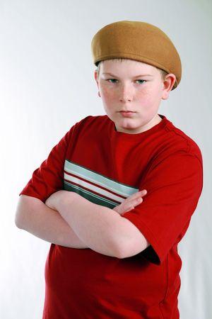 obesidad infantil: husky retrato de ni�o con pecas en el sombrero