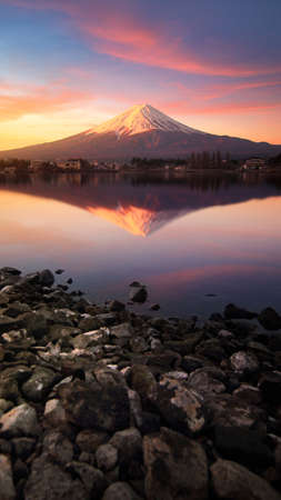 Beautiful scenery during sunrise of Mountain Fuji with colorful sky at kawaguchiko lake in Japan This is a very popular for photographers and tourists. Travel and natural Concept Banque d'images