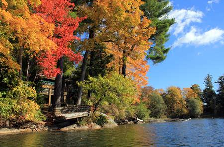レイクビューの秋の紅葉 写真素材 - 37407357