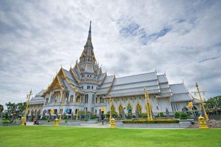 Thai temple, So Thon Wara Ram Worawihan Temple Chachoengsao In Thailand  Stock Photo
