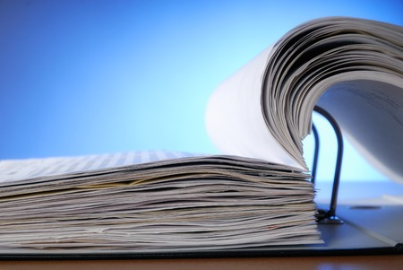 registros contables: Cerca de un archivo de documento abierto Foto de archivo