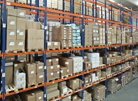 warehouse interior: View in a warehouse with a full high-bay