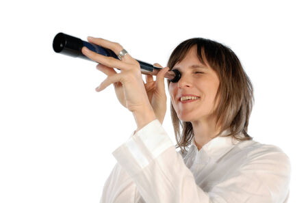 fernrohr: Lächelnde Frau Blick durch ein Teleskop