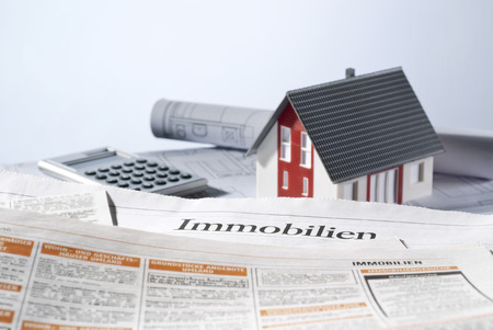 House with real estate listings and blueprints. Banque d'images