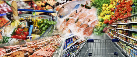 Wide product range with vegetables, meat and fish in the supermarket Imagens