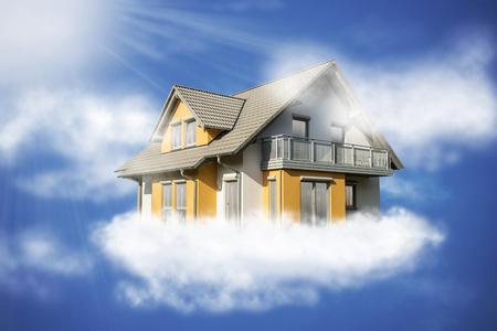 La maison plane au soleil sur un nuage dans le ciel. Banque d'images - 67557864