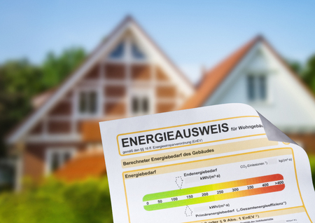 Energy performance certificate with a family house in the background Stockfoto