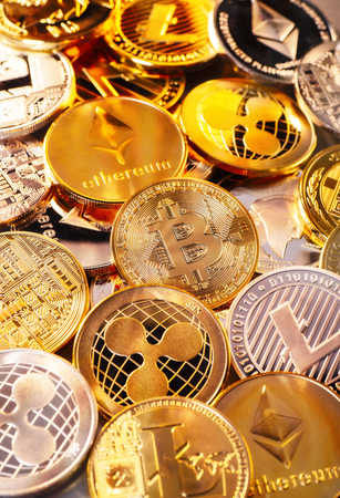 Many coins of various cryptocurrencies Banque d'images - 100191705