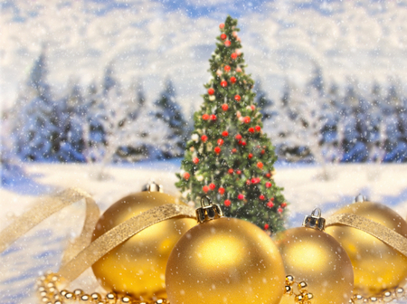 Golden baubles as Christmas decoration with Christmas tree and landscape in the background Banque d'images - 110031551