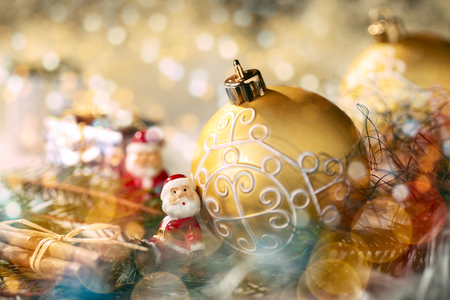 Golden bauble with Christmas decoration and little figure as Santa Claus Banque d'images - 110031597