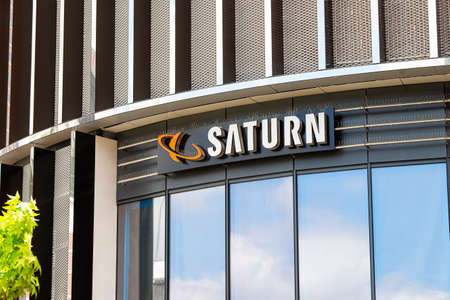 Logo of a Saturn electronics store at the Skyline Plaza shopping mall in Frankfurt Frankfurt, Hesse/Deutschland - July 13 2019 Éditoriale