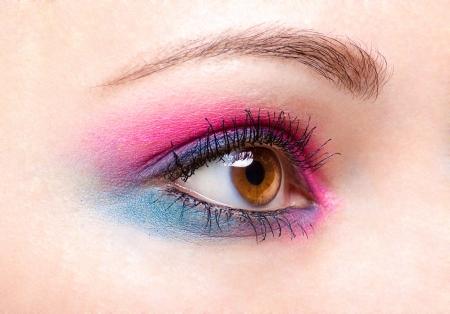 maquillage yeux: Beaux yeux bleu rose make-up