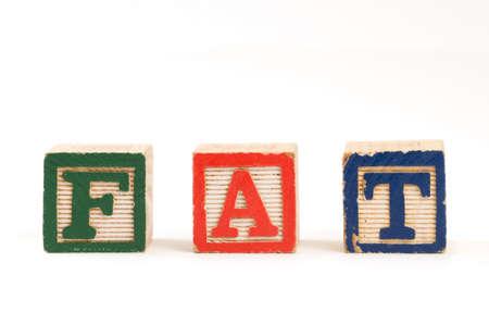 obesidad infantil: Ni�os bloques de madera que deletrean la palabra