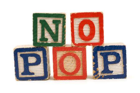 """obesidad infantil: Bloques de madera para niños ortografía """"No Pop"""" Foto de archivo"""