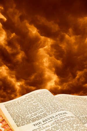De Openbaring van Johannes de Goddelijke uit de Bijbel met de Dag des Oordeels hemel.