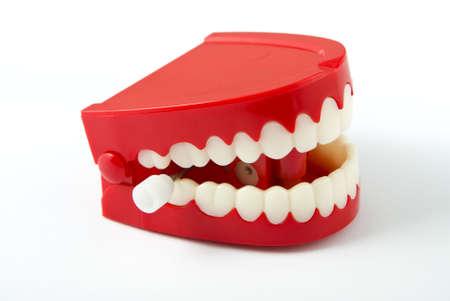 Comedia liquidaci�n vibraciones dientes aislados en blanco