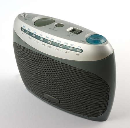 La radio moderna aisladas en blanco