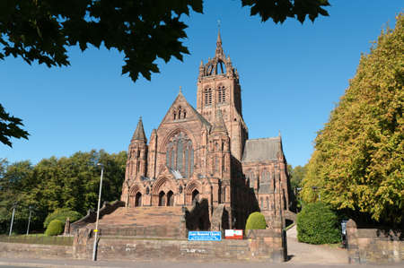 Thomas Coats Memorial Church in Paisley, Scotland. This red sandstone church was funded by a textile industrialist whose mills dominated the town. Generations of stonemasons served their apprenticeships on its construction. Standard-Bild