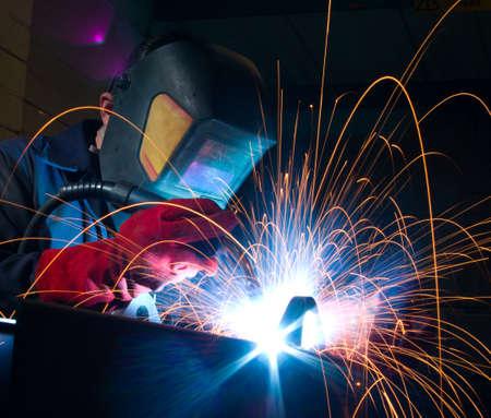 soldador: Close up de soldadura en terrenos de la f�brica de arco