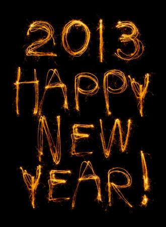Feliz A�o Nuevo escrita en sparklers aislados en negro con 2013, tambi�n.