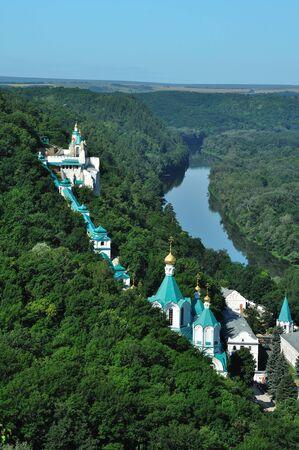 川の修道院。チョークの山上の修道院の一部です。