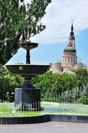 受胎告知大聖堂とフォンタン。1 つは最も高い正統の世界の教会します。ハリコフ、ウクライナ