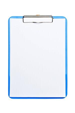 白い背景の上にホワイト ペーパーとブルーのクリップボード。