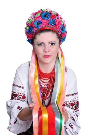 伝統的なウクライナ ロシア衣装白で分離された若い女性 写真素材