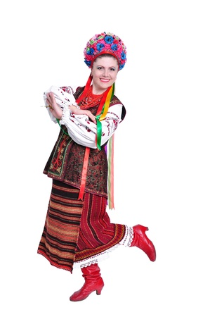 伝統的なウクライナ ロシアの衣装で分離された白の若い女性