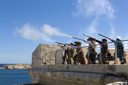 Birgu, Malta - 8 September 2016: An historic re-enactment of the defense of Fort St Angelo during the reign of the Knights of St John, around 400 years ago. Sajtókép