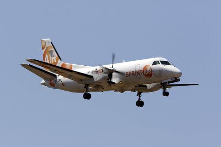 マルタ国際空港、マルタ 2017 年 6 月 29 日: スプリント空気サーブ 340A(F) [SP 京都薬科大学] 着陸滑走路 31、貨物便でマルセイユ、フランスから到着しました。 写真素材 - 81526163