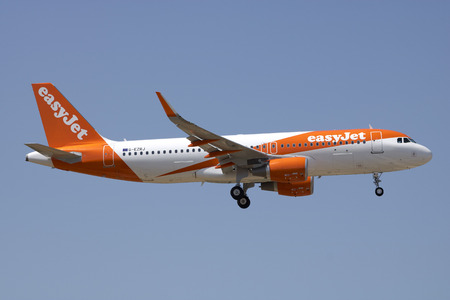 Luqa, Malta June 29, 2017: EasyJet Airbus A320-214 [G-EZRJ], a recent addition to the fleet, on short finals runway 31. Publikacyjne