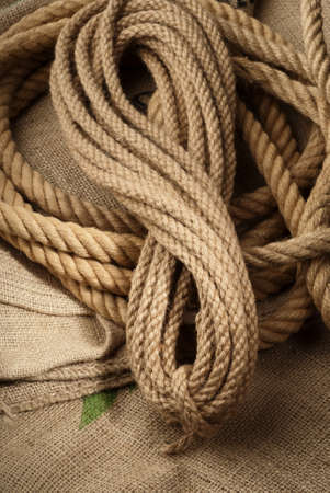 naturel: Naturel ropes twisted on a brown cloth