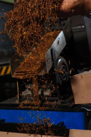Fine cut tobacco spread detail in cigarette production machine