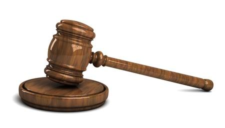 arbitrar: Martillo de madera juez aislado en fondo blanco
