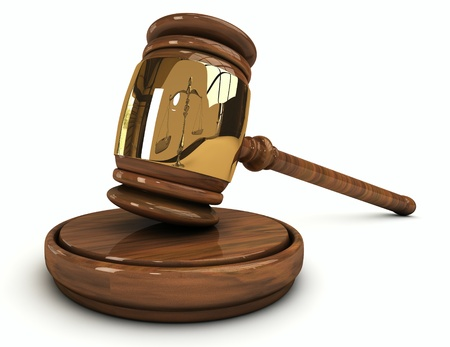giustizia: Martelletto di legno del giudice isolato su sfondo bianco Archivio Fotografico
