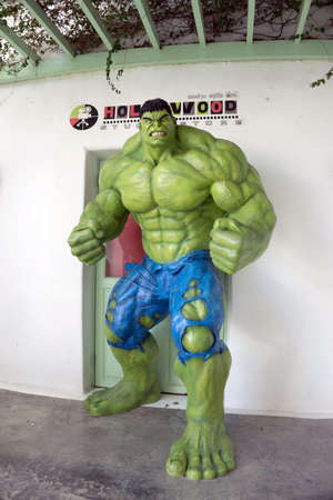 avenger: Hua Hin, Tailandia - 1 de enero, 2016: El arte de la pared del modelo de Hulk en el festival de agua Hua Hin Santorini Editorial