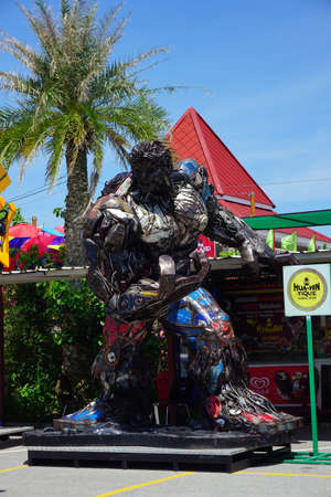 huahin: Hua-Hin beach,Thailand - 18 july 2016 : Recycled metal steel Robots theme park at Hua Hin Tique animal show : Iron Patriot model