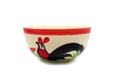 Bowl of chicken or chicken and seal Cup of Lampang, Thailand. An earlier version of chicken products, seal Bowl from China. Characteristics of chicken the Red Crest, a black tail. Vintage ceramic bowl Banco de Imagens