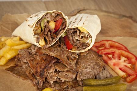 pinchos morunos: deliciosa carne doner kebab parrilla turco