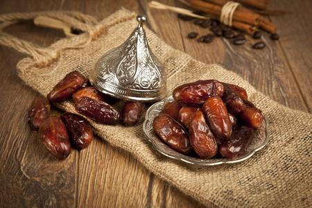 Les fruits secs de palmier dattier ou kurma, ramadan (Ramadan) alimentaire Banque d'images - 31486179