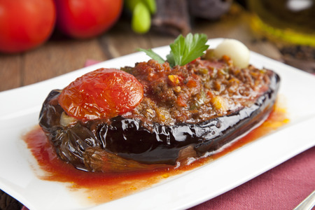 Turkse Traditionele Aubergine Aubergine Meal - karniyarik (Riven Belly) Stockfoto