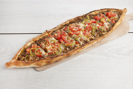 Turkish pide beef and cheese pita Imagens - 31540386